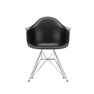 DAR Eames plastic chair