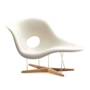 Miniature La Chaise af Eames hos Juhls Bolighus