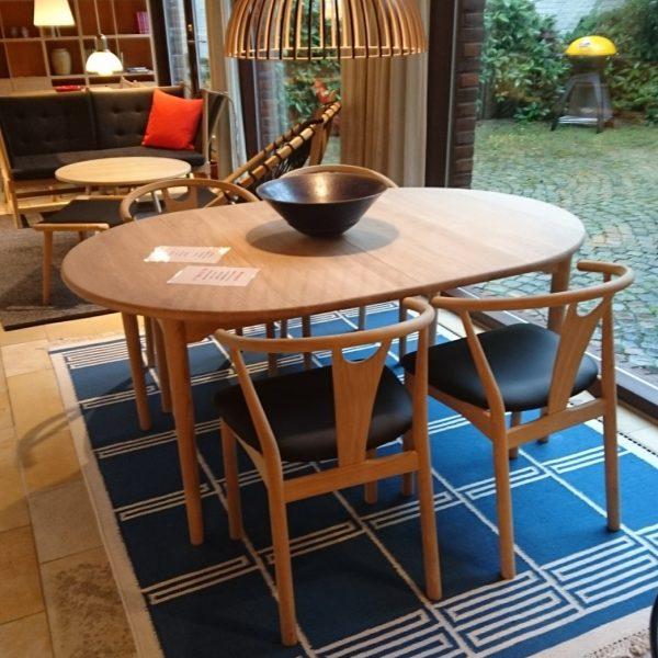 Andreas Hansen spisebord med 2 plader og 4 stole