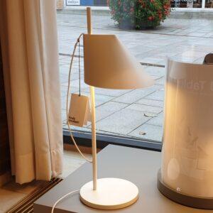 YUH Bordlampe Hvid - Louis Poulsen - Udstillingsmodel